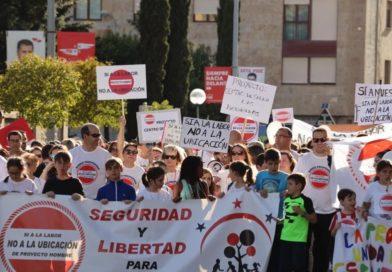 manifestación si a la labor no a la ubicación proyecto hombre