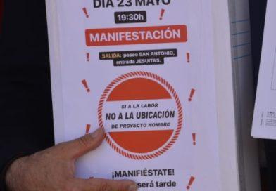 cartel manifestación si a la labor no a la ubicacion de proyecto hombre 23 mayo 2019